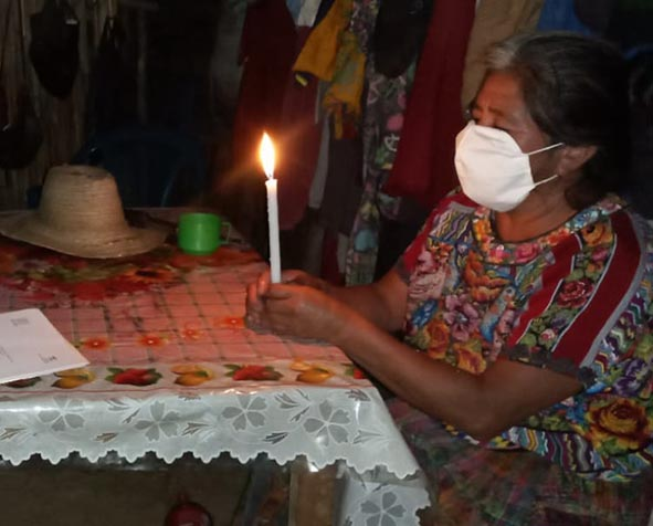Guatemalan citizens using the community guidelines