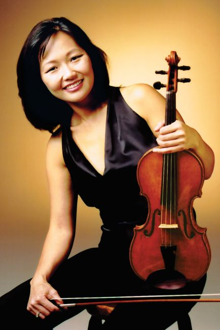Yumi Hwang Williams holding a violin